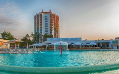 Alpinisti utilitari in Constanta – vopsire exterioara hoteluri Mera Resort din statiunea Venus
