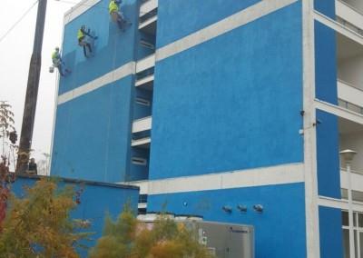 reparatii si vopsitorii fatada hotel Ovidiu cu alpinisti utilitari in Constanta - TermosistemConstruct.ro 003
