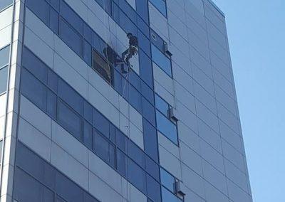 consolidare placi alucobond si spalare geamuri cladirea Telekom 003