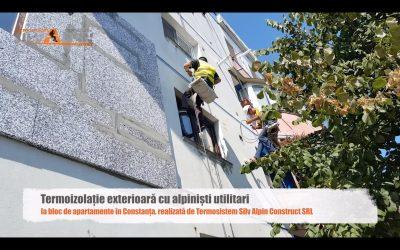 Termoizolație exterioară cu alpiniști utilitari la bloc de apartamente în Constanța