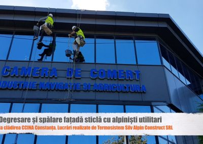 Degresare - spalare fatada de sticla si reconditionare firma luminoasa la cladirea CCINA Constanta cu alpinisti utilitari 1