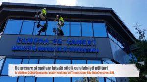 Degresare - spalare fatada de sticla si reconditionare firma luminoasa la cladirea CCINA Constanta cu alpinisti utilitari